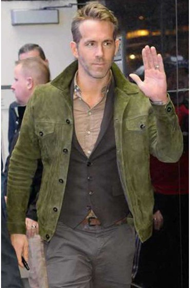 Red Notice Ryan Reynolds Green Jacket