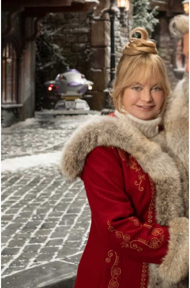 The Christmas Chronicles 2 Goldie Hawn Coat